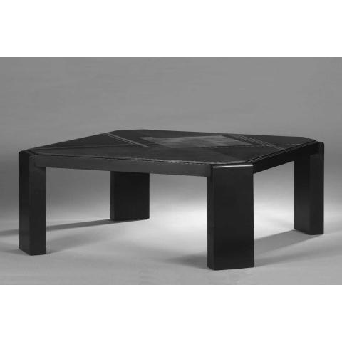 Table basse en laque noire. Vers 1930.