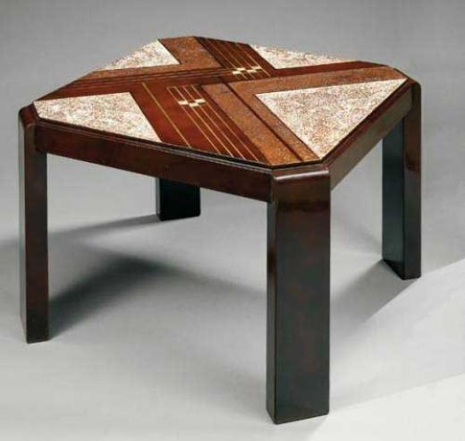 Auction by Tajan du 30/11/2006 - Table basse à pans coupés. 1930. (lot n°119)