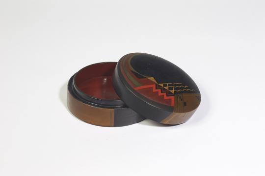 Gaston SUISSE (1896-1988) - Boite en laque de chine noire.1927.